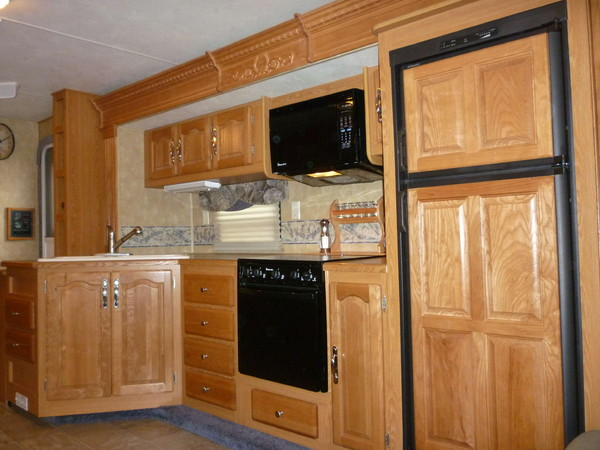 meuble cuisine caravane free charmant repeindre une malle en bois meuble cuisine caravane bo. Black Bedroom Furniture Sets. Home Design Ideas