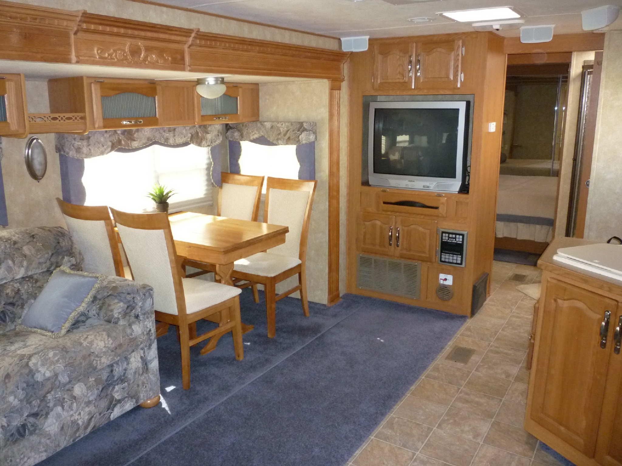 interieure de certaine caravane. Black Bedroom Furniture Sets. Home Design Ideas